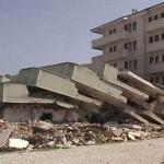 la faille fait se briser le bâtiment